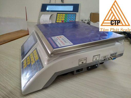 Cân tích hợp 1 cổng USB trích xuất dữ liệu và 2 cổng COM để kết nối máy tính, bảng đèn LED...